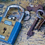 パスワードは各サイトで別のものに!!~LINE乗っ取りの原因とパスを変えられた場合の対処法~